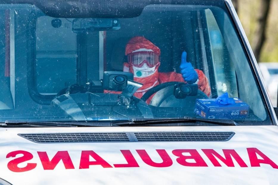 Karetka z ratownikiem medycznym