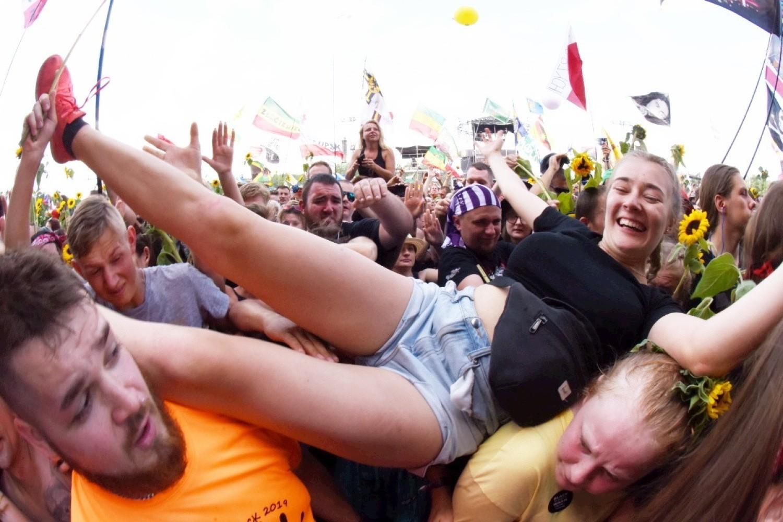 Szalona zabawa pod sceną Pol'and'Rock Festiwalu 2019. Zobacz, jak bawi się tłum w Kostrzynie nad Odrą [DZIEŃ PIERWSZY]