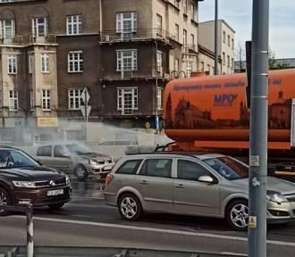 Kraków. Polewaczka-strażaczka gasiła pożar samochodu