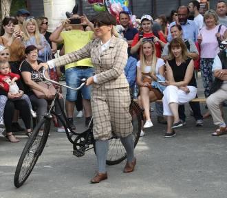 Pokaz Mody Historycznej, zabytkowe rowery mają po 100 lat