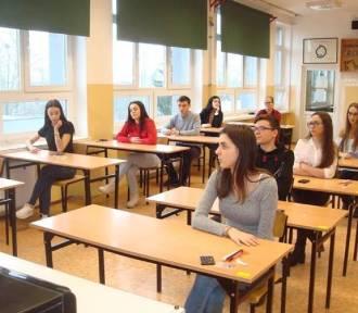 """Nowy Dwór Gdański. Trwa sesja egzaminacyjna uczniów z """"dwójki"""" [ZDJĘCIA]"""