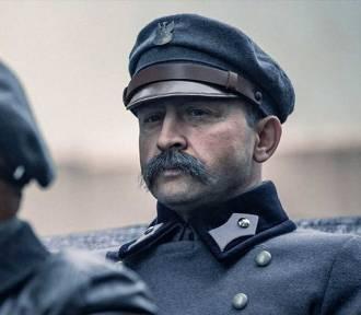 """""""Piłsudski"""": Fragment życiorysu """"Ziuka"""" jak w czytance opowiedziany"""