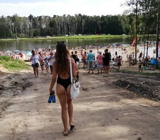 W Rybakówce jak w Sopocie. Tłumy turystów i słone ceny