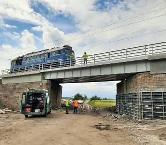 Przebudowa wiaduktu koło Inowrocławia zapewni sprawniejszy przejazd pociągów