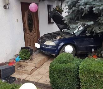 Nie miał prawa jazdy, wjechał w dom
