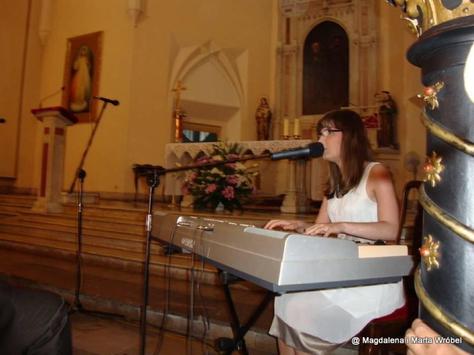 Podczas koncertu artyści wykonywali utwory z własnym akompaniamentem oraz z podkładami muzycznymi