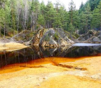 Kolorowe jeziorka w Rudawach Janowickich. Wybierz się tam na weekend [ZDJĘCIA]