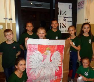 Uczniowie z Orłowa i harcerze oraz zuchy z Jaksic dla Niepodległej [zdjęcia]