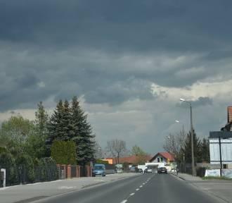 Ciemne chmury na niebie. W końcu spadnie deszcz? [FOTO]