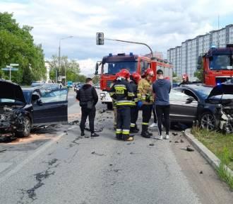 Groźny wypadek. Zderzyły się Audi i Passat. Poszkodowany jeden z kierowców (ZDJĘCIA)