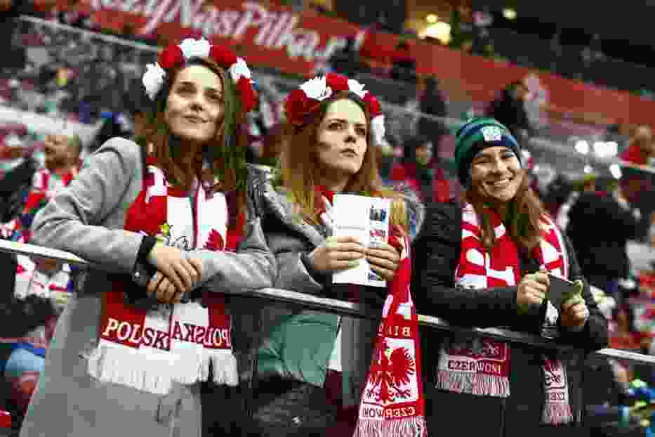 Piękne kibicki na meczu Polska - Urugwaj. To się nazywa doping! [ZDJĘCIA]