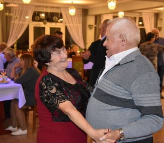 Szampański Bal Seniorów w Goręczynie z wodzirejem... sołtysem Krzysztofem Stenclem!  ZDJĘCIA,