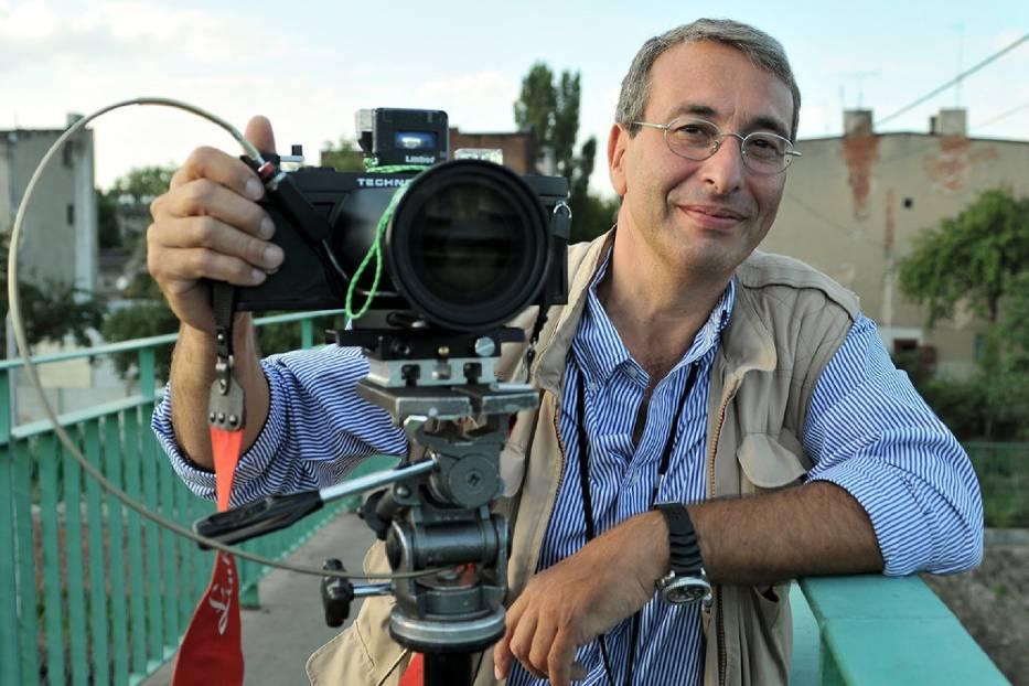 Enzo Signorelli podczas fotografowania w Łodzi
