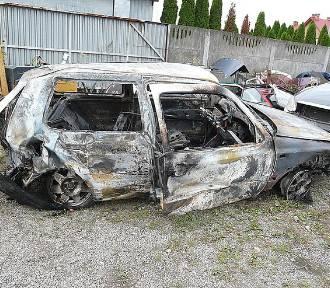 Nisko. Podpalili rozblite auto, uciekli i zostawili koleżankę na pewną śmierć