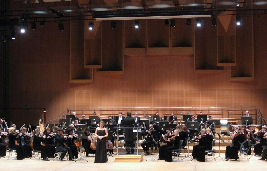 """Strauss Festival Orchestra i solistka Natalya Dmitrievskaya zaprezentowali pogodny """"charakter"""" muzyki Straussów, korzystając z gamy środków wyrazu: od szlachetnych i subtelnych, po pełne młodzieńczego humoru"""