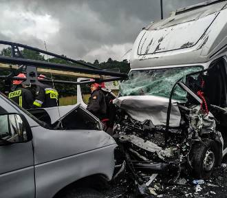 Wypadek w Kaczorowie na DK3. Zderzyły się 4 pojazdy. Musiał lądować helikopter LPR [ZDJĘCIA]
