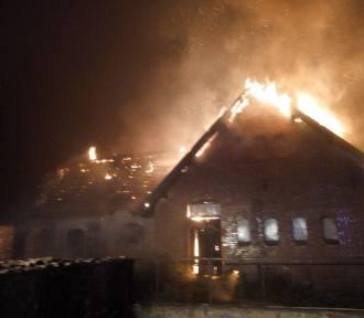 Człuchów. Spalił się budynek gospodarczy przy dworcu PKP w Człuchowie (Nowe zdjęcia)