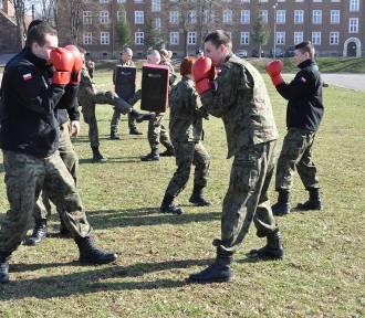 Zobacz jak pod okiem żołnierzy szkolą się uczniowie klas mundurowych (ZDJĘCIA)