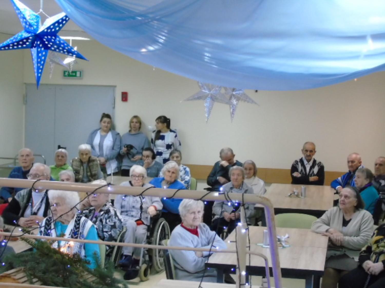 Dzieci złożyły wizytę seniorom w DPS