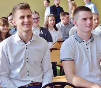 """Stypendialny projekt """"Zawodowcy w Łódzkiem"""" podsumowany w Sieradzu fot"""