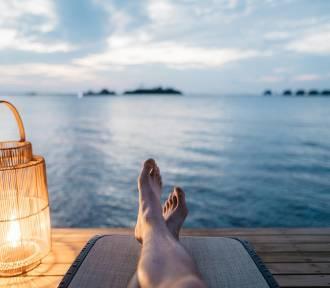 Polacy planują wyjazdy w egzotyczne miejsca na majówkę i wakacje. Jakie zasady?
