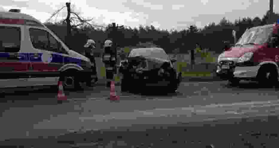 Ze wstępnych ustaleń tarnogórskiej policji wynika, że na DW 908 między Miasteczkiem Śląskim i Tarnowskimi Górami zderzyły się cztery samochody