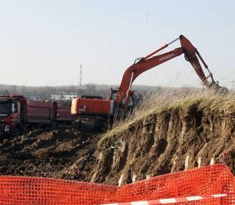 Ruszyła budowa hali na byłym lotnisku w Legnicy [ZDJĘCIA]