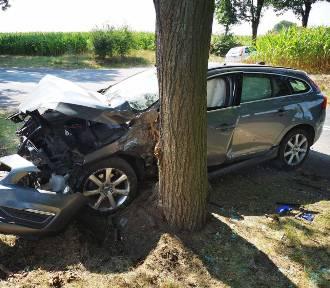 W gminie Osięciny 71-latek spowodował wypadek. Dwójka dzieci trafiła do szpitala [zdjęcia]