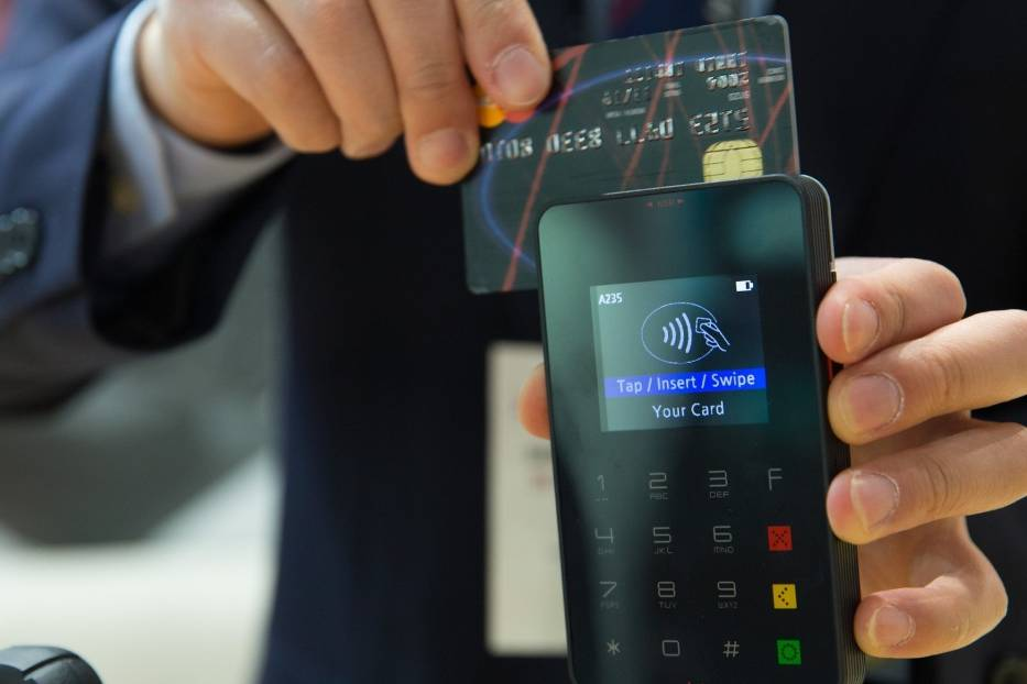Osoba, która będzie mogła ci pomóc, musi posiadać aplikację swoje banku w telefonie oraz mieć możliwość płacenia blikiem