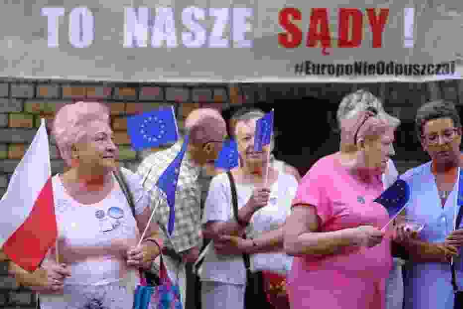 Obywatelska manifestacja w obronie niezależności sądownictwa w Toruniu [ZDJĘCIA]