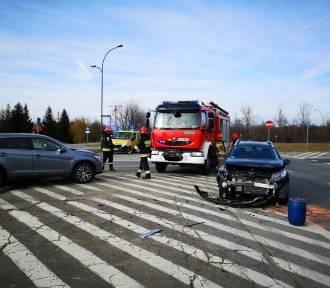 Wypadek na ul. I Brygady. Zderzyły się dwie osobówki