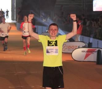 Zawodnicy i kibice na trasie maratonu  [ZDJĘCIA WYNIKI]