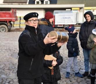 Lwówek: Zakopali kapsułę czasu pod płytą modernizowanego Rynku ZDJĘCIA