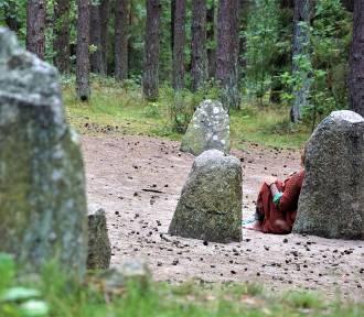 Wyprawy dalsze i bliższe. Tajemnicze kamienne kręgi na Kaszubach ZDJĘCIA