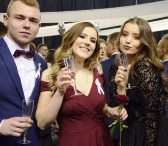 Studniówki 2018 w Zamościu. III LO już po wielkim balu (ZDJĘCIA, WIDEO)