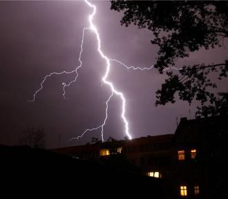 Ostrzeżenie pogodowe: Do Poznania zbliżają się silne burze!