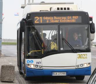 Autobusy i trolejbusy znów jeżdżą częściej. Powróciły zawieszone linie