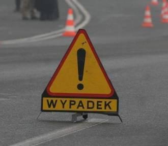 Wypadek na DK nr 70 pod Łowiczem. Dwie osoby ranne. Droga jest całkowicie zablokowana dla ruchu