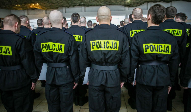 Ile zarabia policjant? Zarobki policjantów wg stanowiskStanowisko: KursantGrupa zaszeregowania: 1Zarobki: 1 939 zł