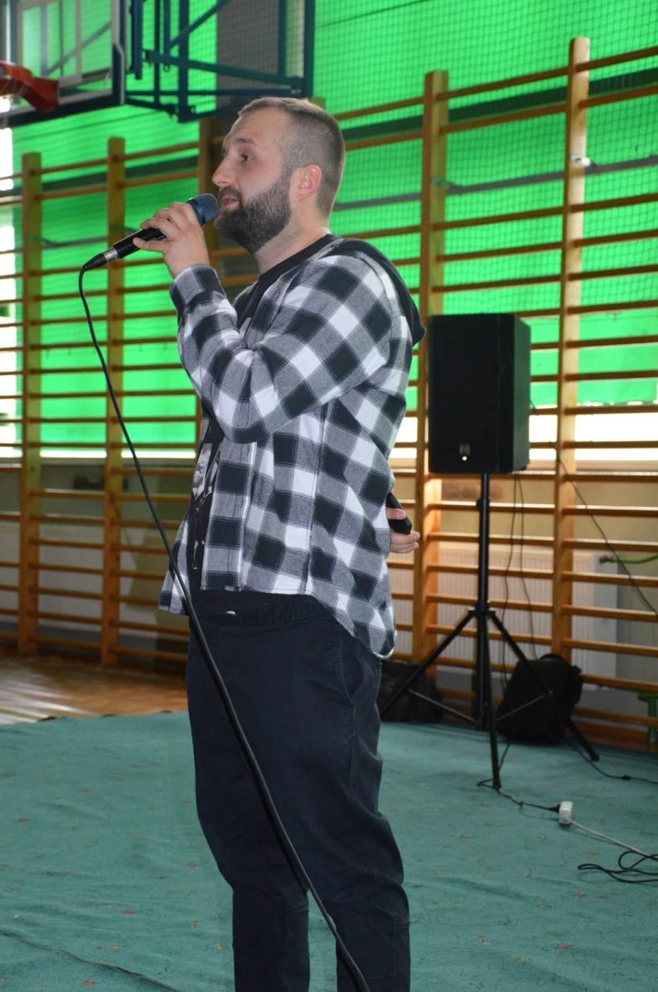 Raper Arkadio spotkał się z młodzieżą II LO w Bochni