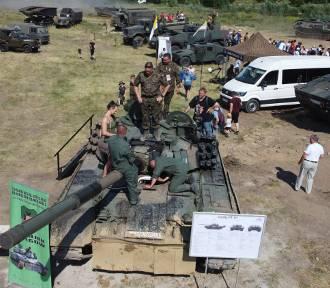 Piknik militarny w Kaliszu. Wojskowe pojazdy w akcji. ZDJĘCIA
