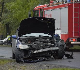 Wypadek w Karolewie. Czołowe zderzenie aut