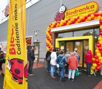 Biedronka wprowadzała swoich klientów w błąd - UOKiK stawia zarzuty. Co takiego robił sklep?