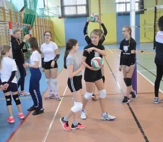Nowe klasy sportowe w Głogowie. Siatkówka dziewcząt i tenis stołowy chłopców