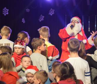 Dzieci spotkały się ze Świętym Mikołajem w Kartuskim Centrum Kultury - ZDJĘCIA, WIDEO