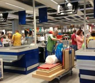 Ikea wycofuje kolejny produkt! Kupiliście ten stół? Uważajcie, szklany blat może Was zranić!