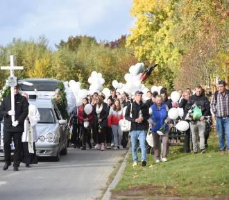 Pogrzeb tragicznie zmarłego Piotrusia z Gorzowa. W niebo poleciały białe balony...