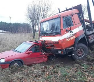 Zderzenie ciężarówki z samochodem osobowym w Glinczu