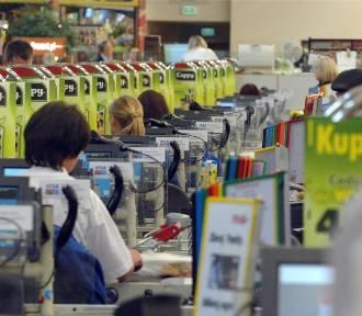 Tyle zarabia kasjer i kierownik sklepu! Podwyżki w Biedronce, Lidlu, Kauflandzie