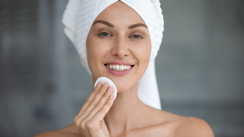 Woda ryżowa to skuteczny i tani sposób na pielęgnację włosów i skóry
